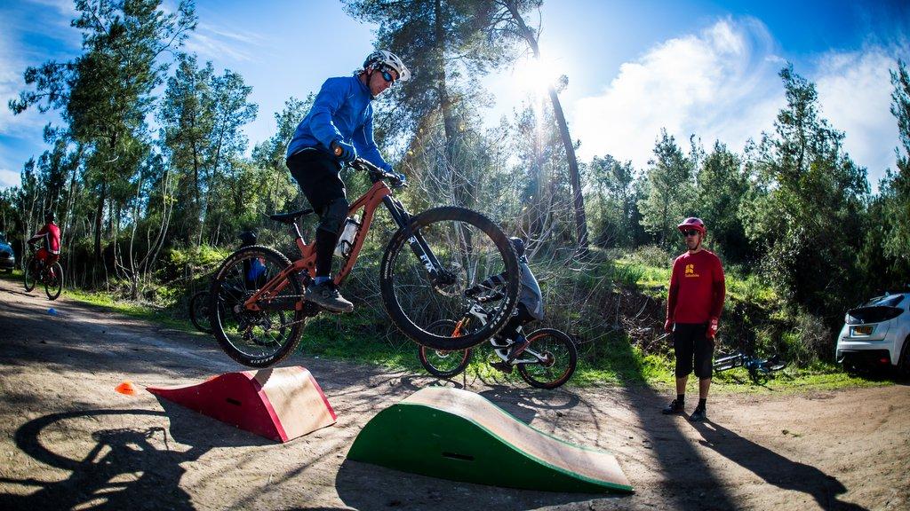 סדנת טכניקה: קפיצות עם אופני הרים